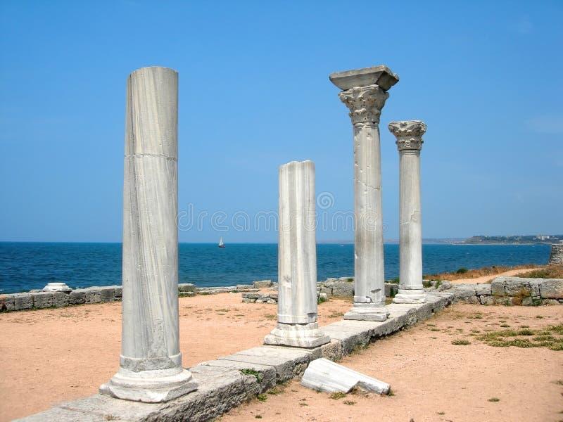 Alte Spalten in Krim lizenzfreie stockfotos