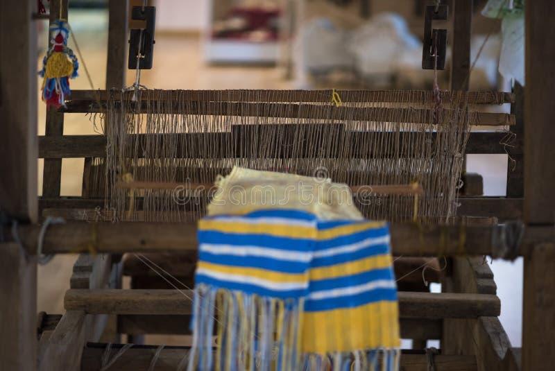 Alte Spinnmaschine und Tuch, Ukraine lizenzfreies stockfoto