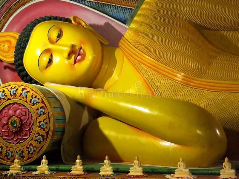 Alte stützende Statue Buddhas, Sri Lanka stockfoto