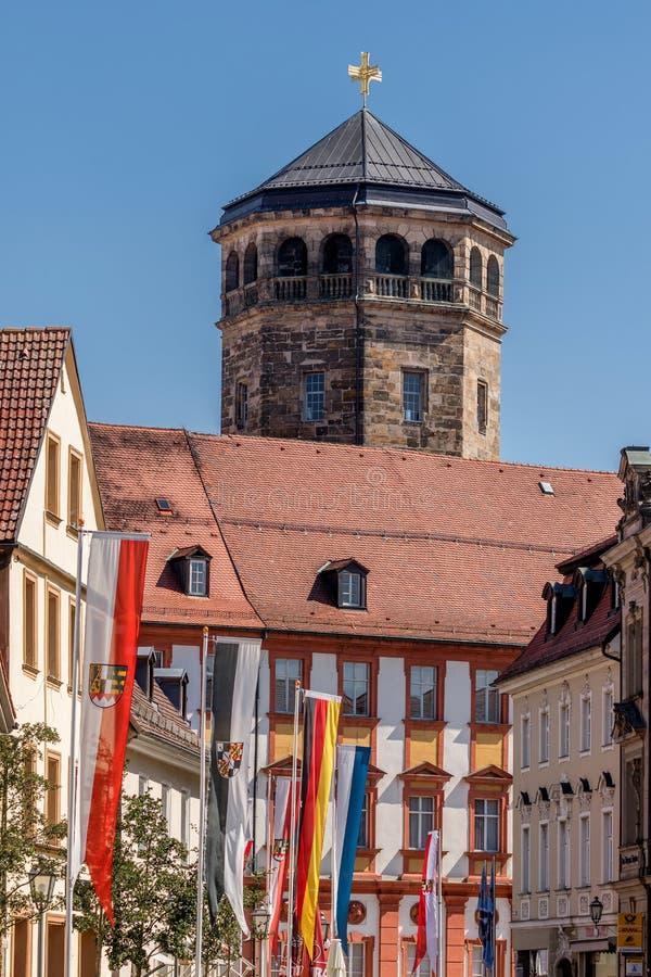 Alte Stadt Bayreuths - mit dem achteckigen Turm der Schloss-Kirche (Schloßkirche) lizenzfreie stockfotografie
