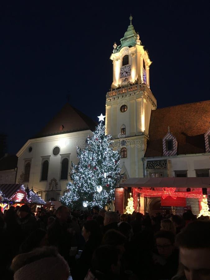 Alte Stadt Bratislavas am Weihnachten stockbilder