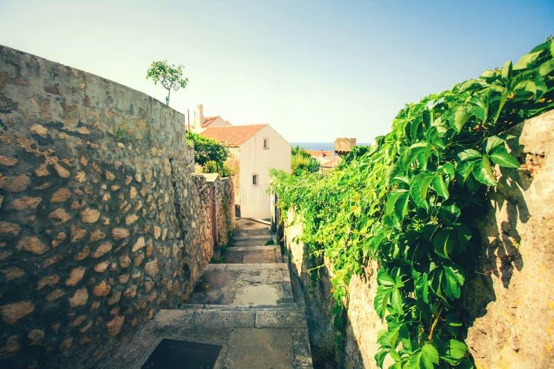 Alte Stadt Dubrovnik an einem schönen Sommertag, Kroatien Straßen in der alten Stadt in Kroatien lizenzfreie stockfotografie