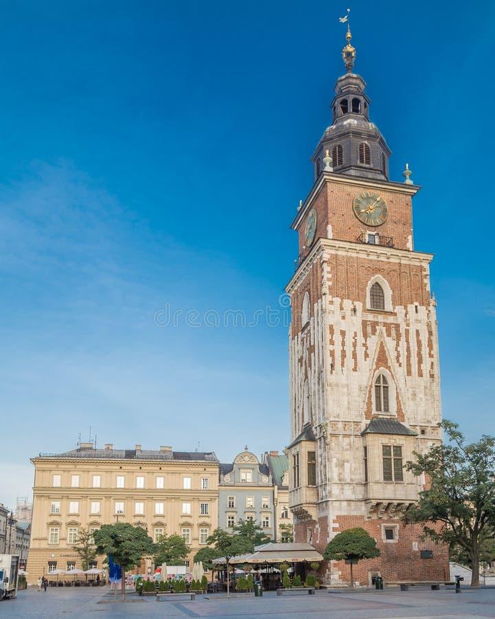 Alte Stadt Hall Tower und Rynek Glowny in Krakau lizenzfreies stockfoto