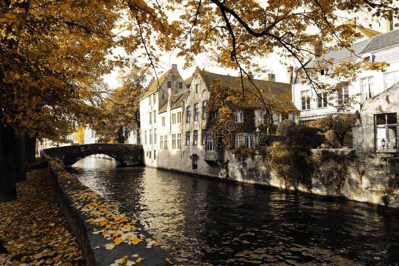 Alte Stadt im Herbst lizenzfreie stockfotos