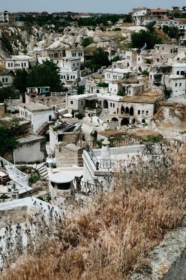 Alte Stadt und ein Schloss von Uchisar gruben von Berge nach Sonnenaufgang, Cappadocia, die T?rkei stockbild