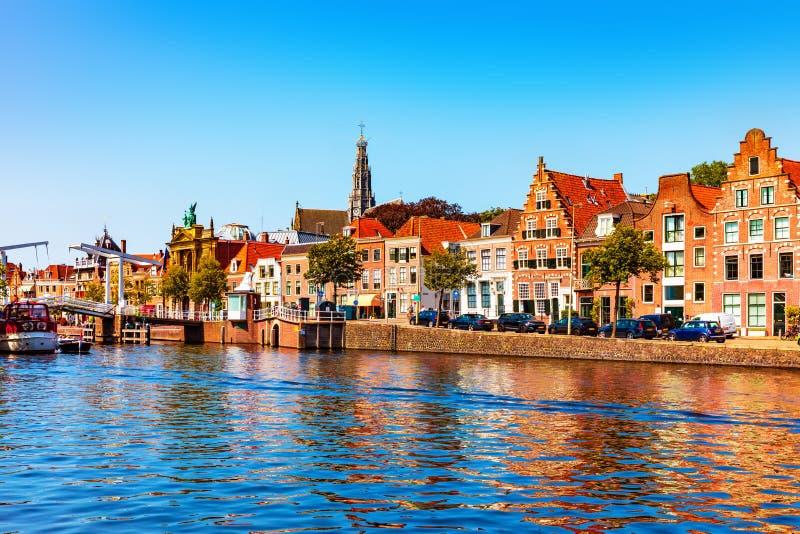 Alte Stadt von Haarlem, die Niederlande stockfotos
