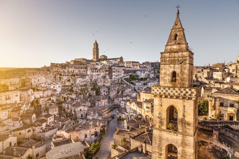 Alte Stadt von Matera (Sassi di Matera) bei Sonnenaufgang, Basilikata, Italien lizenzfreie stockfotos