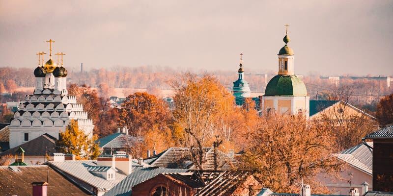 Alte Stadtkirchen stockbilder