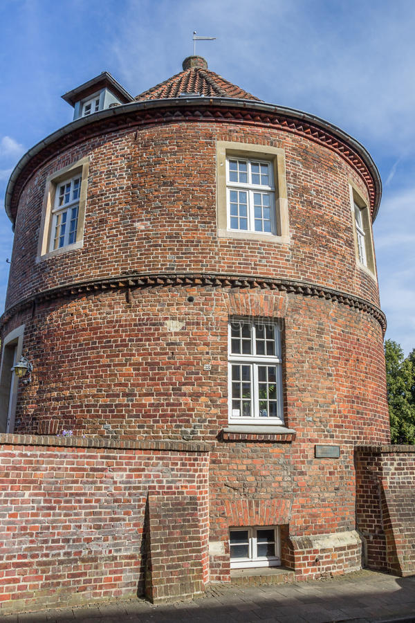 Alte Stadtmauer mit Turm Pulverturm in Coesfeld lizenzfreies stockfoto