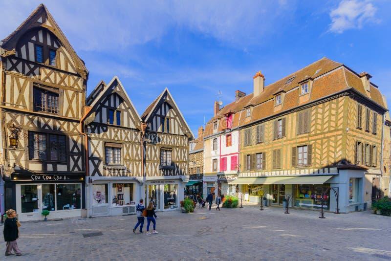 Alte Stadtszene in Auxerre stockfotografie