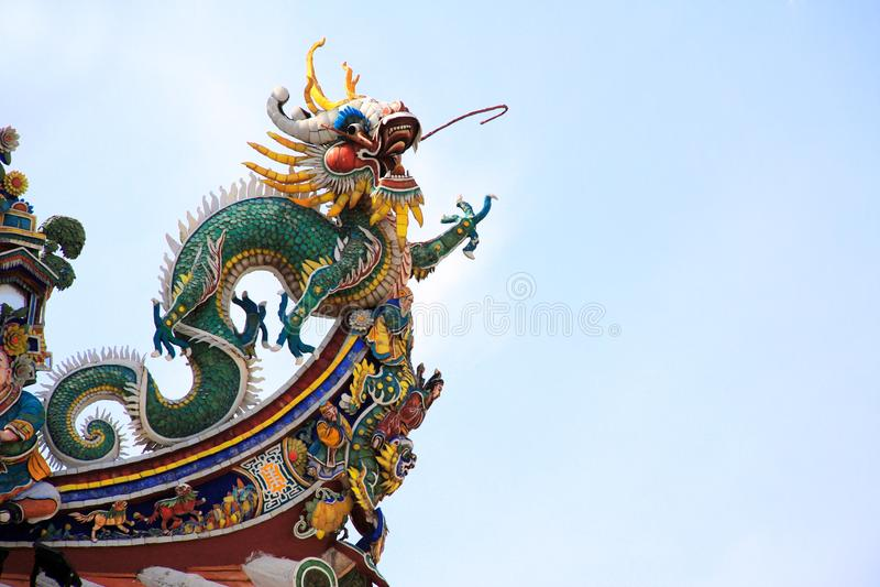 Alte Statue des Drachen auf altem chinesischem Tempel, Penang, Malaysia stockfotos