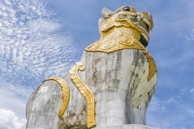 Alte Statue eines Löwes lizenzfreies stockfoto