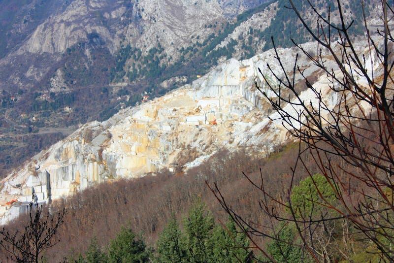 Alte Steinbrüche der Marmorextraktion stockfoto