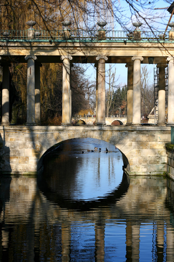 Alte Steinbrücke stockfoto