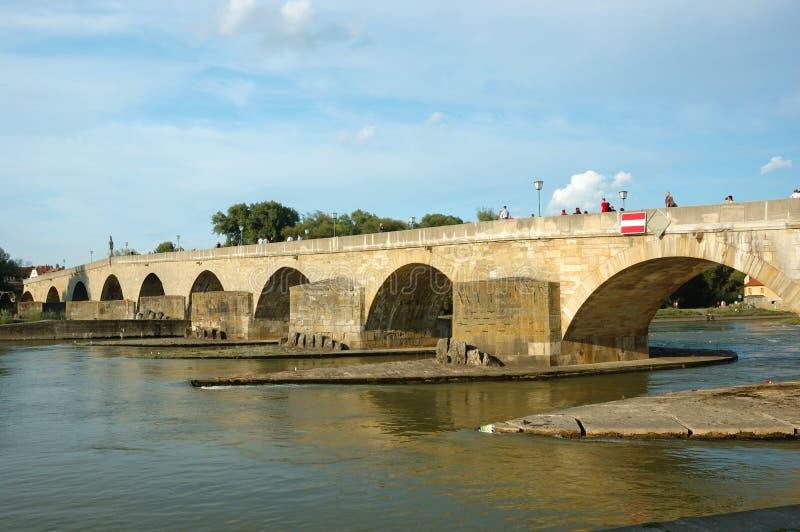 Alte Steinbrücke in Regensburg, Deutschland stockfotos