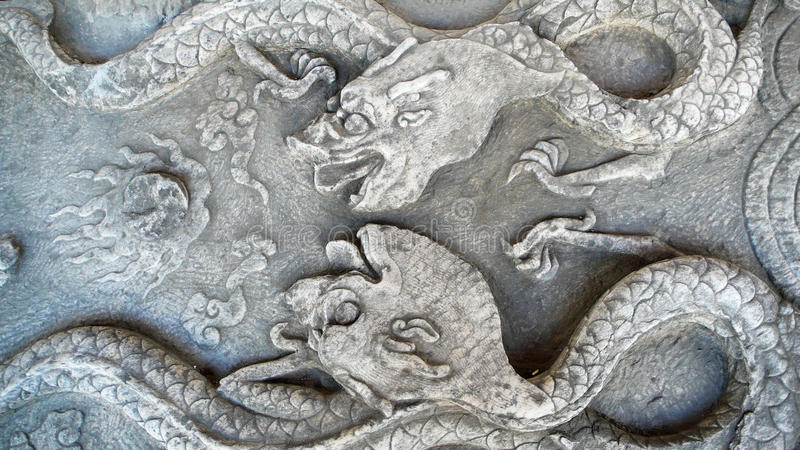 Alte Steincarvings des Drachen stockfotos