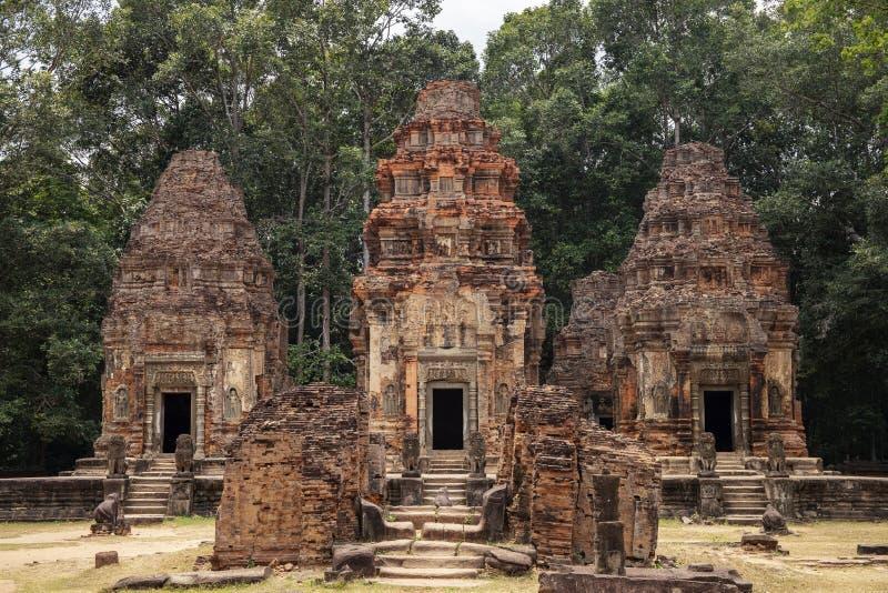 Alte Steinruinen des Preah-KOHtempels, Roluos, Kambodscha Altes Sandsteinturmgebäude Archäologische Fundstätte stockfoto
