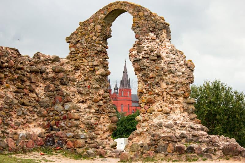 Alte Steinruinen eines alten Schlosses lizenzfreie stockfotos