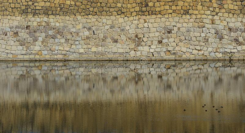 Alte Steinwand des japanischen Schlosses stockbild