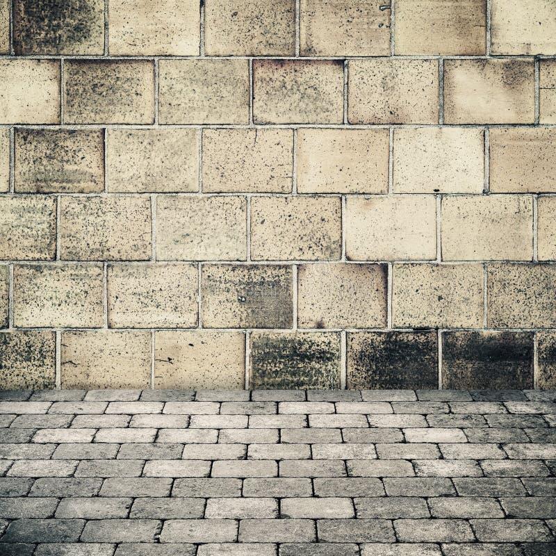 Alte steinwand und graue kopfsteinpflasterung stockbild bild 69144579 - Graue steinwand ...