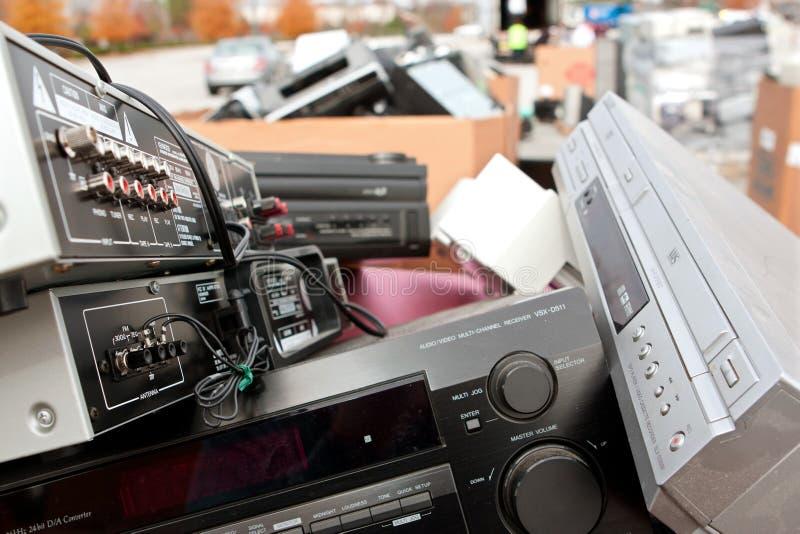 Alte Stereolithographien und Elektronik häufen oben an der Wiederverwertung des Ereignisses an lizenzfreie stockfotos