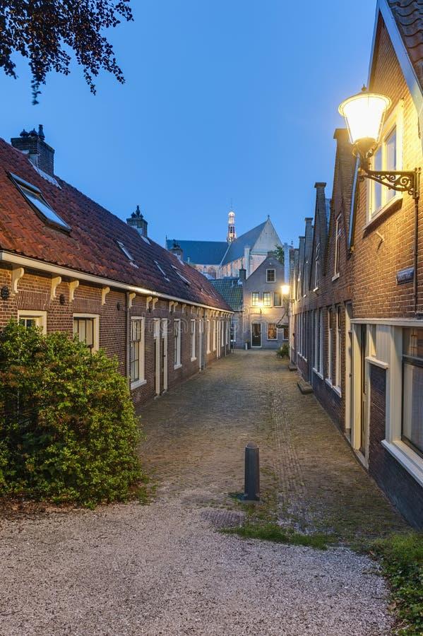 Alte Straße in Alkmaar die Niederlande stockbilder