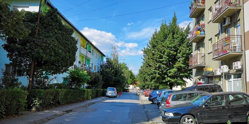 Alte Straße in Cacak Serbien lizenzfreie stockfotos