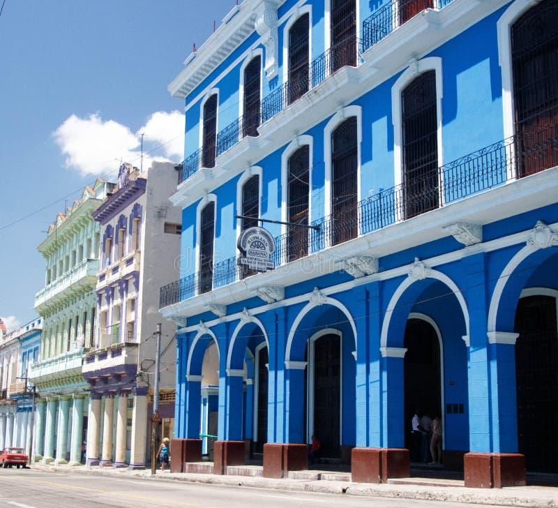 Alte Straße Havanas mit bunten Gebäuden - Kuba lizenzfreies stockbild