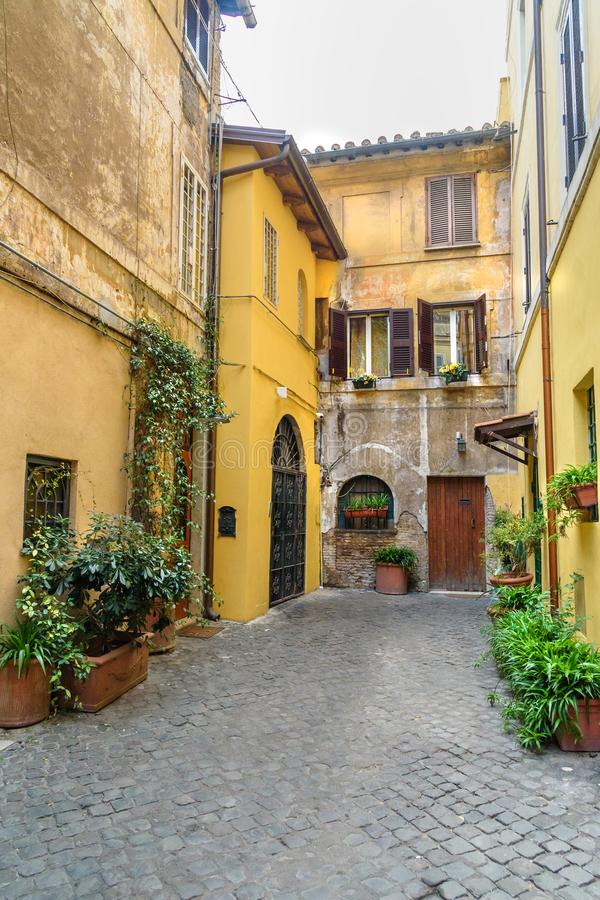 Alte Straße im trastevere rom Italien stockfotos