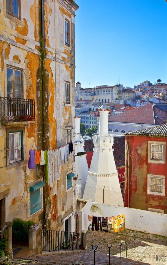 Alte Straße in Lissabon stockfotos