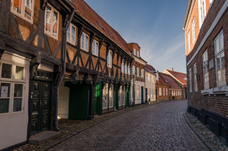 Alte Straße mit historischen Häusern, Ribe, Dänemark lizenzfreie stockfotos