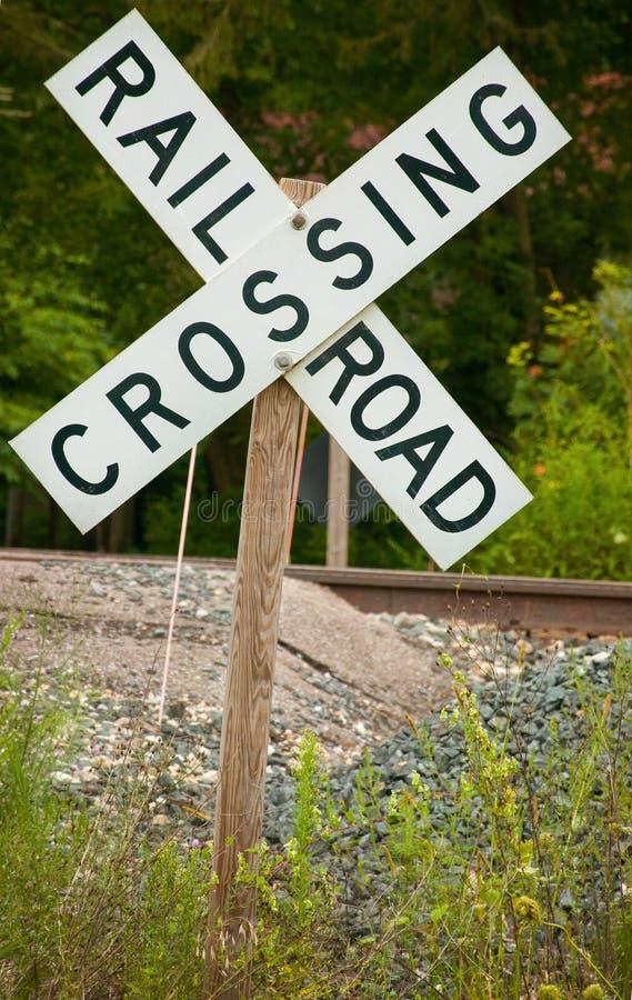 Alte Straßen-Schienen-Überfahrt lizenzfreie stockfotografie