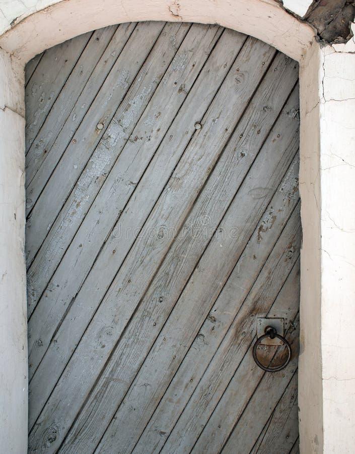 Alte Tür der hölzernen Planken lizenzfreie stockfotos