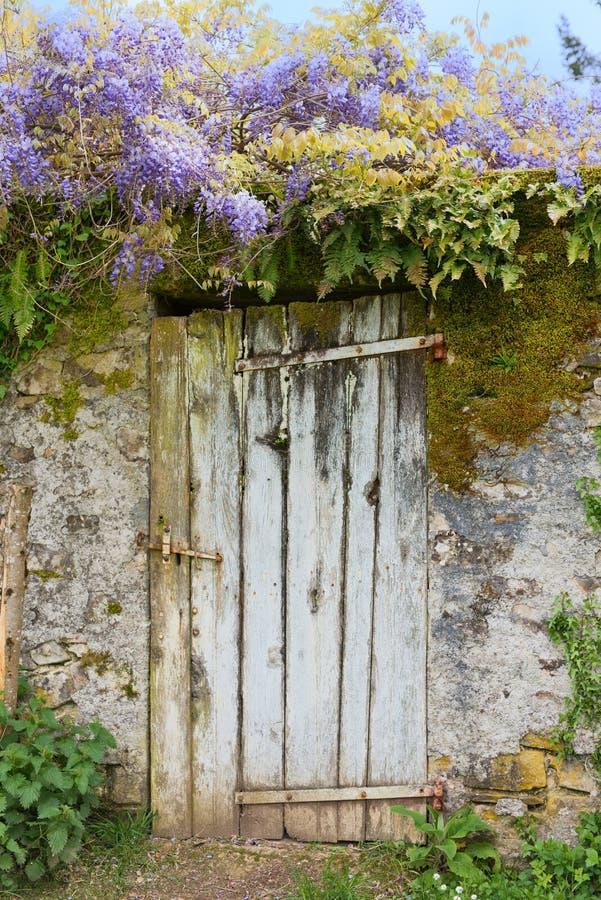 Download Alte Tür Im Garten Stockfoto. Bild Von Tür, Frankreich   72599856