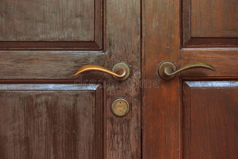Alte Tür und Verriegelung stockfotografie