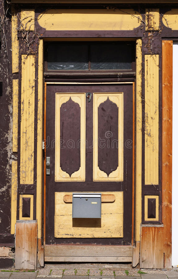 Alte Türen eines mittelalterlichen Gebäudes in Hameln, Deutschland lizenzfreies stockfoto