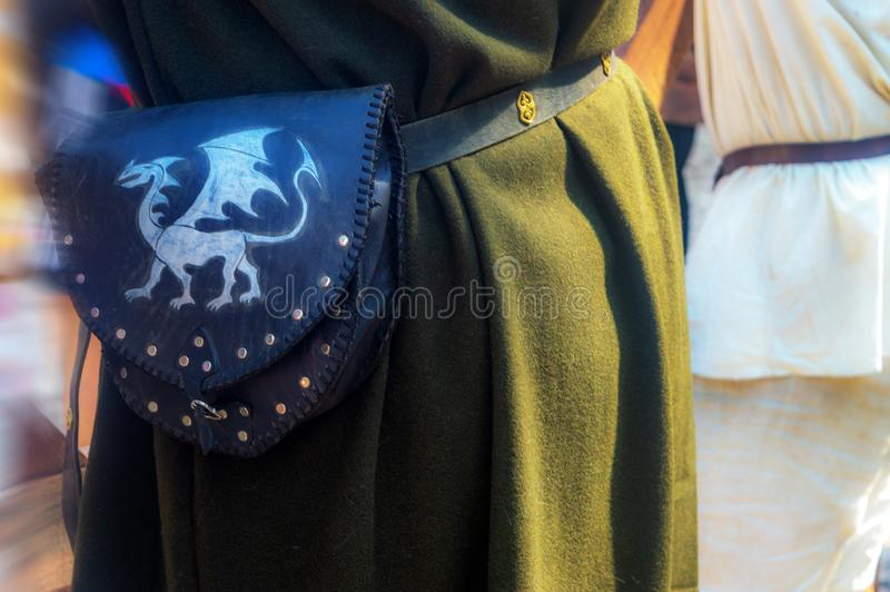 Alte Tasche auf dem Gurt des Rittertages lizenzfreies stockfoto