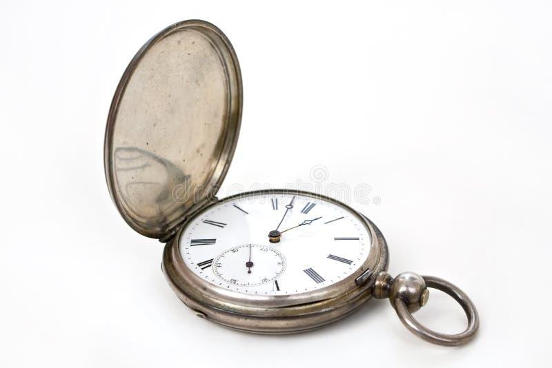Alte Taschensilber-Schweizeruhr auf Weiß stockbild