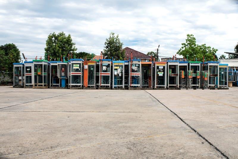 Alte Telefonzellen der Weichzeichnungs-bunten Weinlese lizenzfreies stockfoto