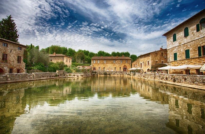 Alte thermische Bäder im mittelalterlichen Dorf Bagno Vignoni, Siena-Provinz, Toskana, Italien lizenzfreies stockbild