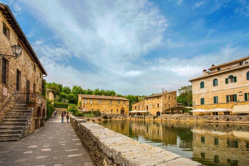 Alte thermische Bäder im mittelalterlichen Dorf von Bagno Vignoni, Siena-Provinz, Toskana, Italien lizenzfreies stockfoto