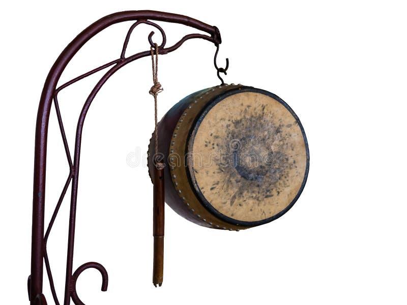 Alte Trommel von Thailand-Art lokalisiert auf weißem Hintergrund stockfoto