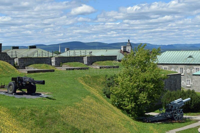 Alte u. moderne Gewehre am La Citadelle, Quebec stockfotos