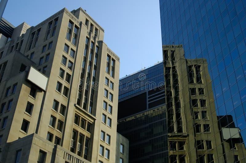 Alte u. neue Gebäude lizenzfreie stockbilder