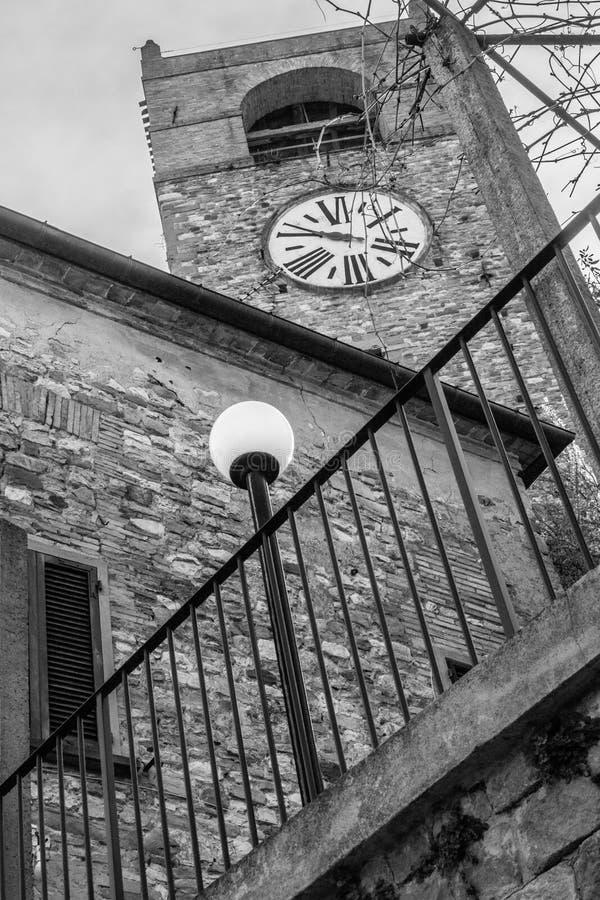 Alte Uhr Macerata Feltria stockbild