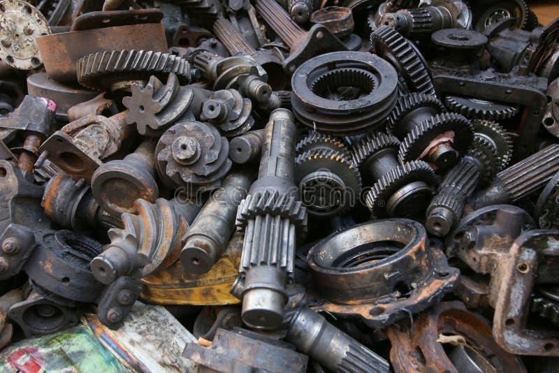 Alte und benutzte Maschinerie-Teile stockfotos