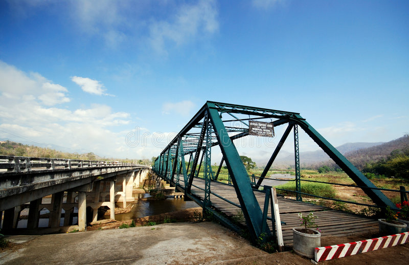 Alte und neue Brücke lizenzfreie stockbilder