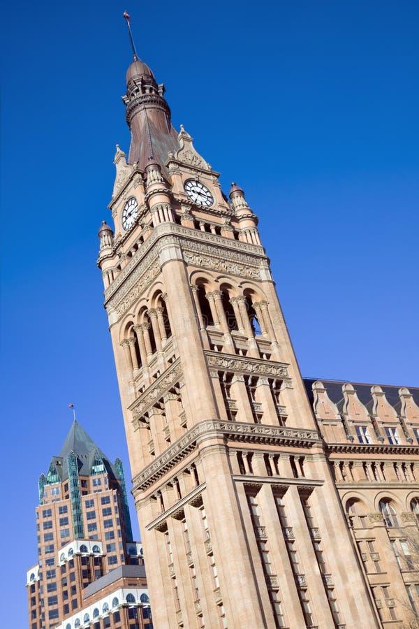 Alte und neue Gebäude in Milwaukee lizenzfreie stockbilder