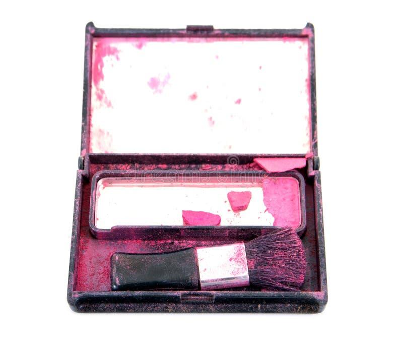 Alte und schmutzige gepresste Pulver und Puderquaste Alter rosa Gesichtspuderhauch lokalisiert lizenzfreie stockfotografie