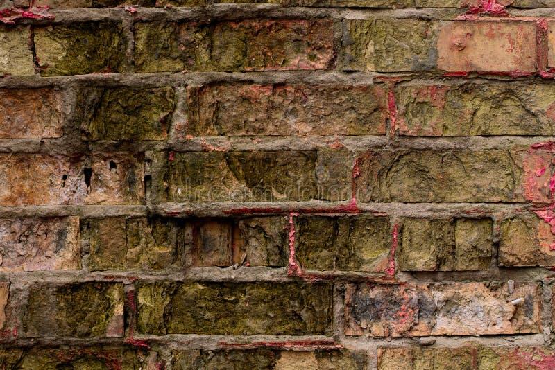 Alte und Schmutzmehrfarbenbacksteinmauer Geometrische Verzierung auf einem alten Papier Antike Beschaffenheiten in der Kleinstadt lizenzfreie stockbilder
